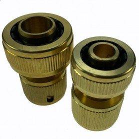 Conector a tubería de latón