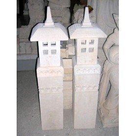 Faro de arenisca con pedestal
