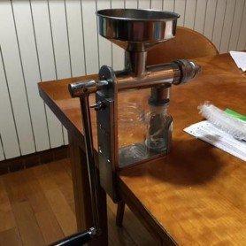 Exprimidor-extractor manual de aceites aromáticas