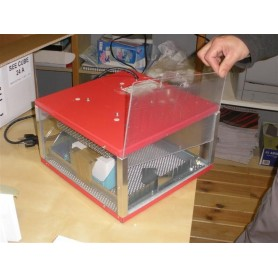 Incubadora con cabina transparente