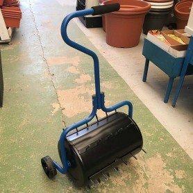 Rulo aireador de césped con ruedas