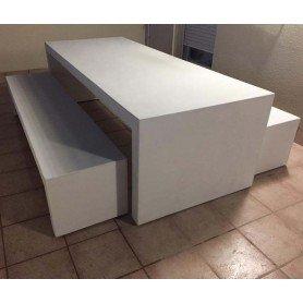 Mesa precal con bancos en microcemento